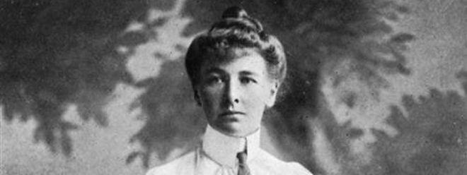 Charlotte Cooper, tenista britânica, foi a primeira mulher a receber uma medalha de ouro, nas Olimpíadas de 1900 em Paris.