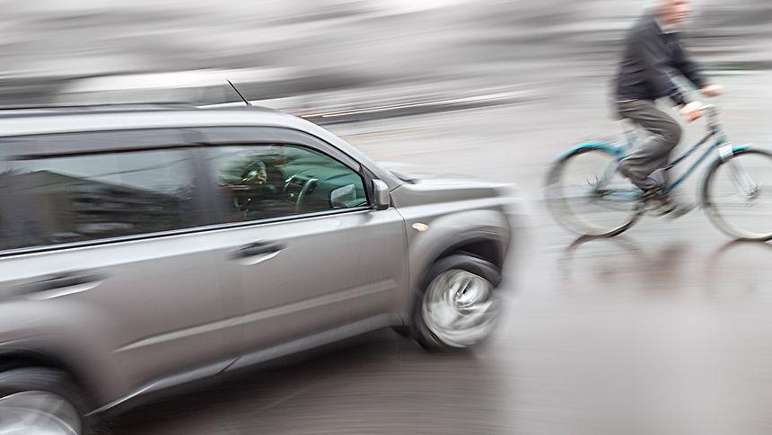 Gefahr erkannt, Gefahr gebannt: Sobald der Radar- oder Videosensor des Notbremssystems die drohende Kollision erkannt hat, dauert es mit dem elektromechanischen Bremskraftverstärker von Bosch nur 190 Millisekunden, bis die volle Bremsleistung aktiviert ist.
