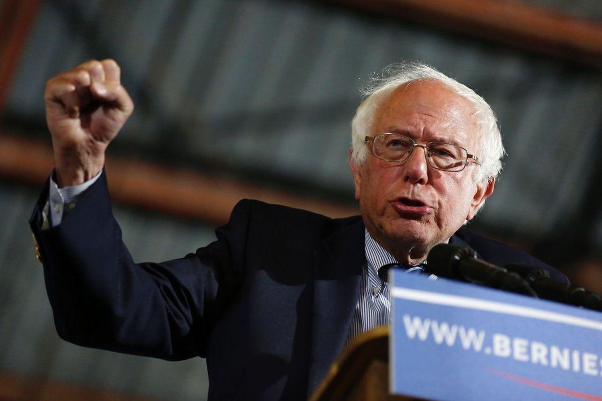 """""""La lutte continue!"""" a lancé Bernie Sanders à ses partisans à Santa Monica, sans avoir concédé la défaite."""
