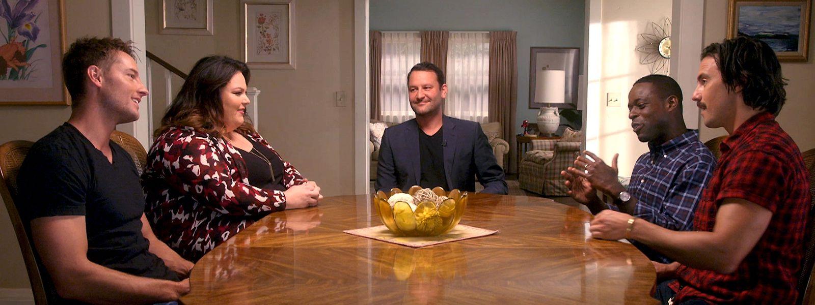 Eine Mischung aus Familien-Drama und Komödie: Im Mittelpunkt stehen die Zwillinge Kevin (Justin Hartley, e.v.l.) und Kate (Chrissy Metz, z.v.l) sowie ihr Adoptivbruder Randall (Sterling K. Brown, d. v. l.).