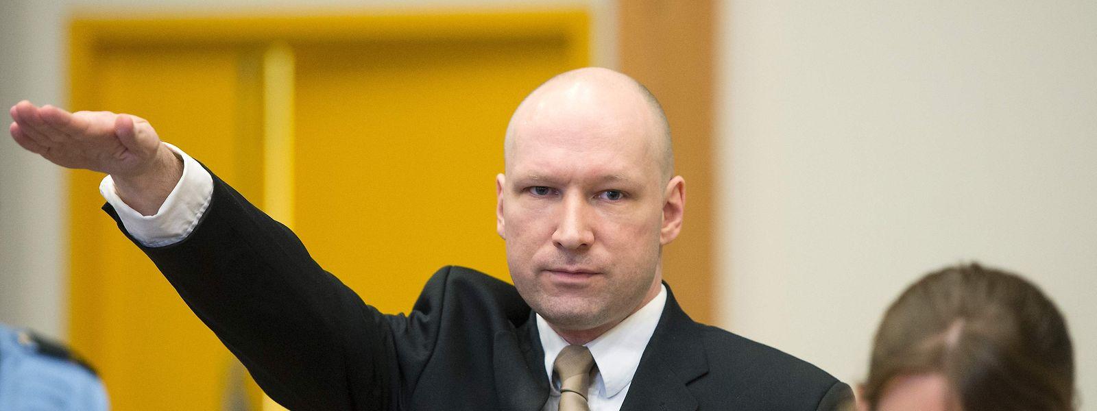 Während seiner Gerichtsverhandlung im Jahr 2016 hatte Breivik mit dem Hitlergruß provoziert.