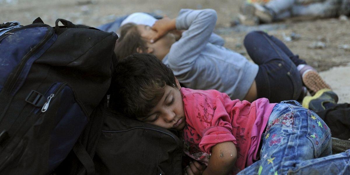 Griechenland ist in der Flüchtlingskrise überfordert. Abhilfe soll für das Land, aber vor allem für die vielen Flüchtlinge, eine Umsiedlung per Quote bringen.