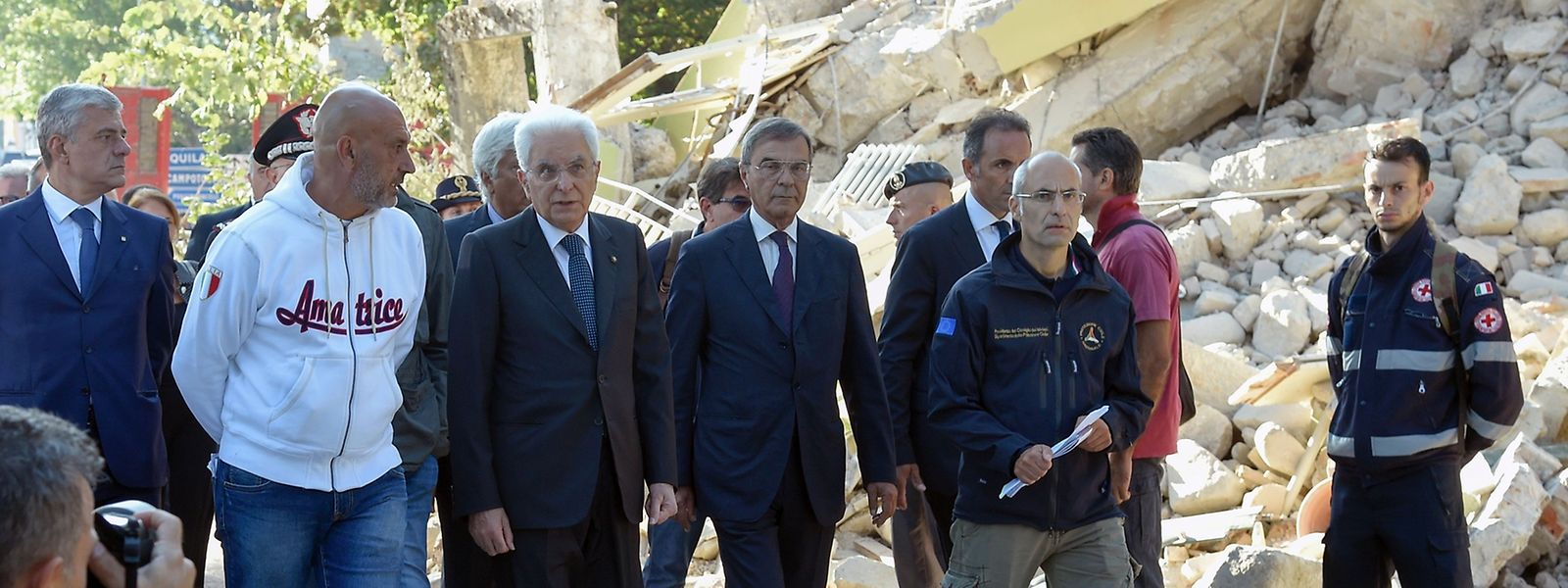 Der italienische Staatspräsident Sergio Mattarella bei seinem Besuch in Amatrice.