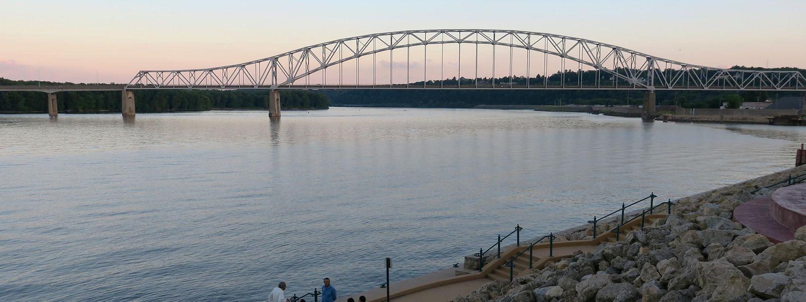 Abendstimmung in Dubuque. Hier im Osten von Iowa bildet der Mississippi die Grenze zum Nachbarstaat Illinois.