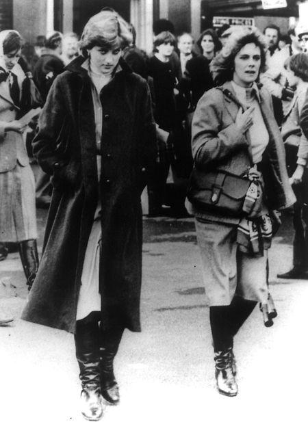 Die verstorbene Frau des britischen Thronfolgers Charles, Prinzessin Diana (l.), und die damals langjährige Freundin ihres Mannes, Camilla Parker-Bowles (r.), liefen sich des öfteren bei Veranstaltungen über den Weg.