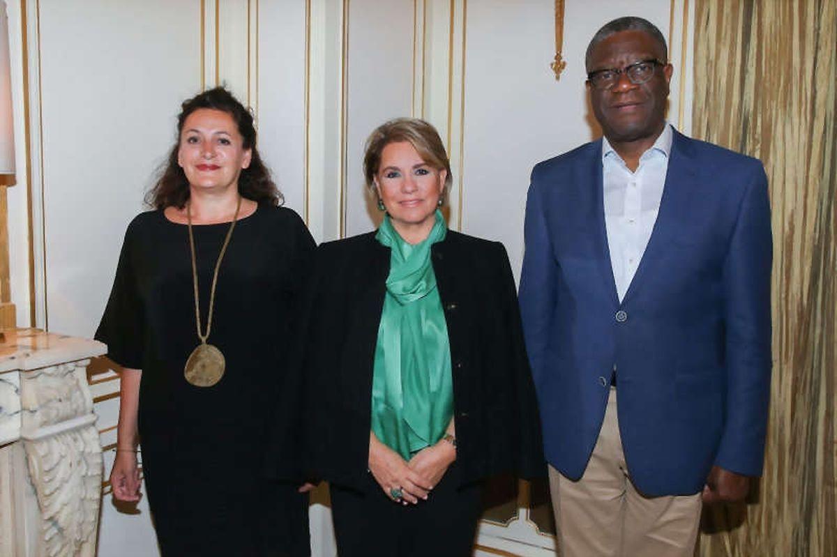 La Grande-Duchesse entourée de Céline Bardet et du Docteur Denis Mukwege