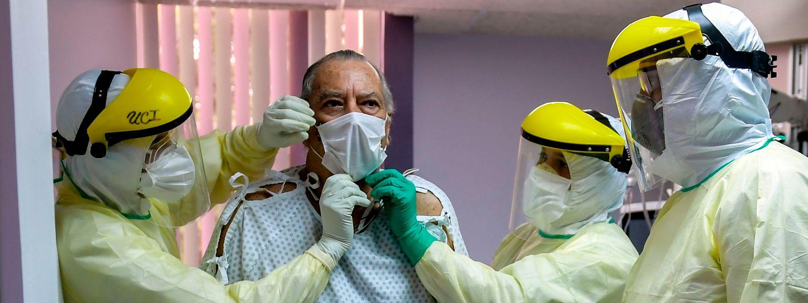 Paulette Lenert précise que sont comptabilisées dans le nombre d'hospitalisations «les personnes hospitalisées qui ont été testées positivement au covid-19»