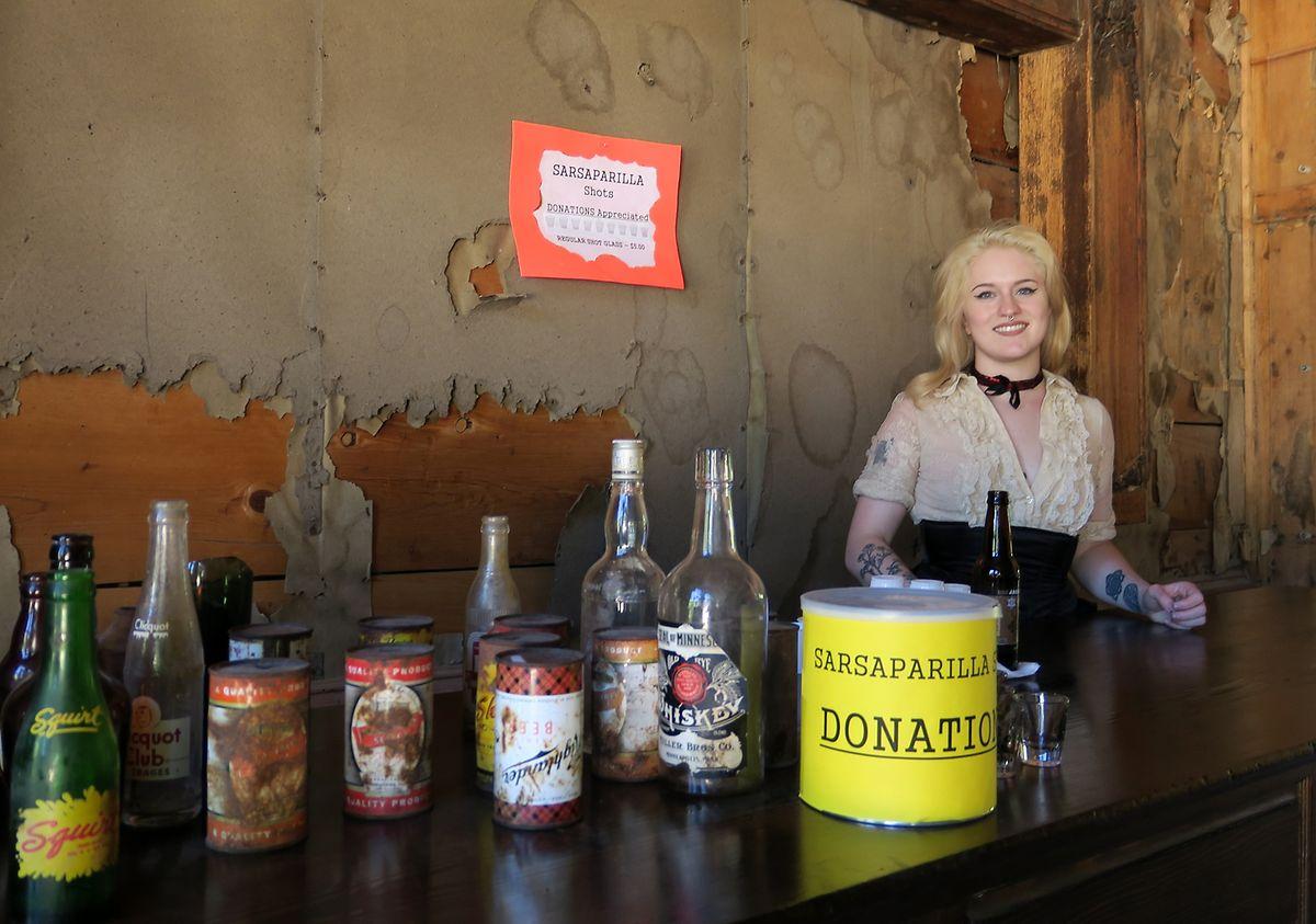 """Auch die Getränke sind von damals: Beim """"Garnet Interpretive Day"""" werden unter anderem Sarsaparilla-Drinks ausgeschenkt, die im 19. Jahrhundert in den USA populär waren."""