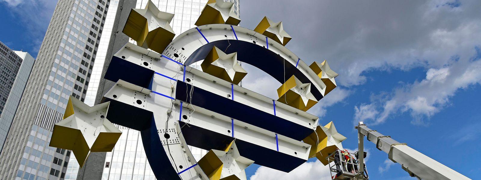 Pour la BCE, l'explosion de la dette au sein des pays de la zone euro pourrait faire resurgir le risque d'éclatement de cette entité regroupant 19 des 27 Etats de l'UE.