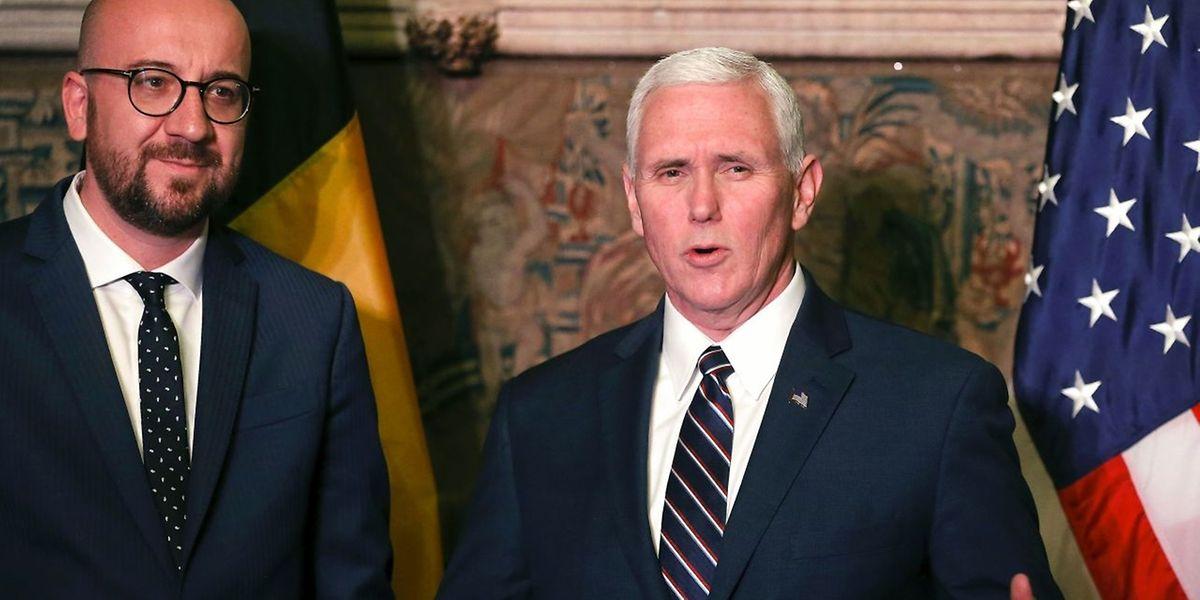 O primeiro-ministro belga Charles Michel e o vice-presidente dos EUA Mike Pence em Bruxelas