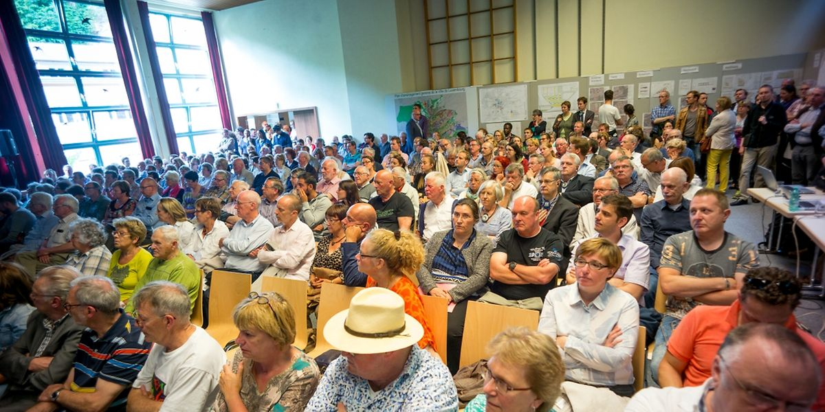 Großes Interesse: Im Centre culturel in Neudorf waren weitaus mehr Interessierte als Stühle.