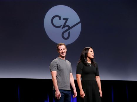 """REFILE - CORRECTING TYPOPriscilla Chan (R) and her husband Mark Zuckerberg announce the Chan Zuckerberg Initiative to """"cure, prevent or manage all disease"""" by the end of the century during a news conference at UCSF Mission Bay in San Francisco, California, U.S. September 21, 2016.  REUTERS/Beck Diefenbach"""