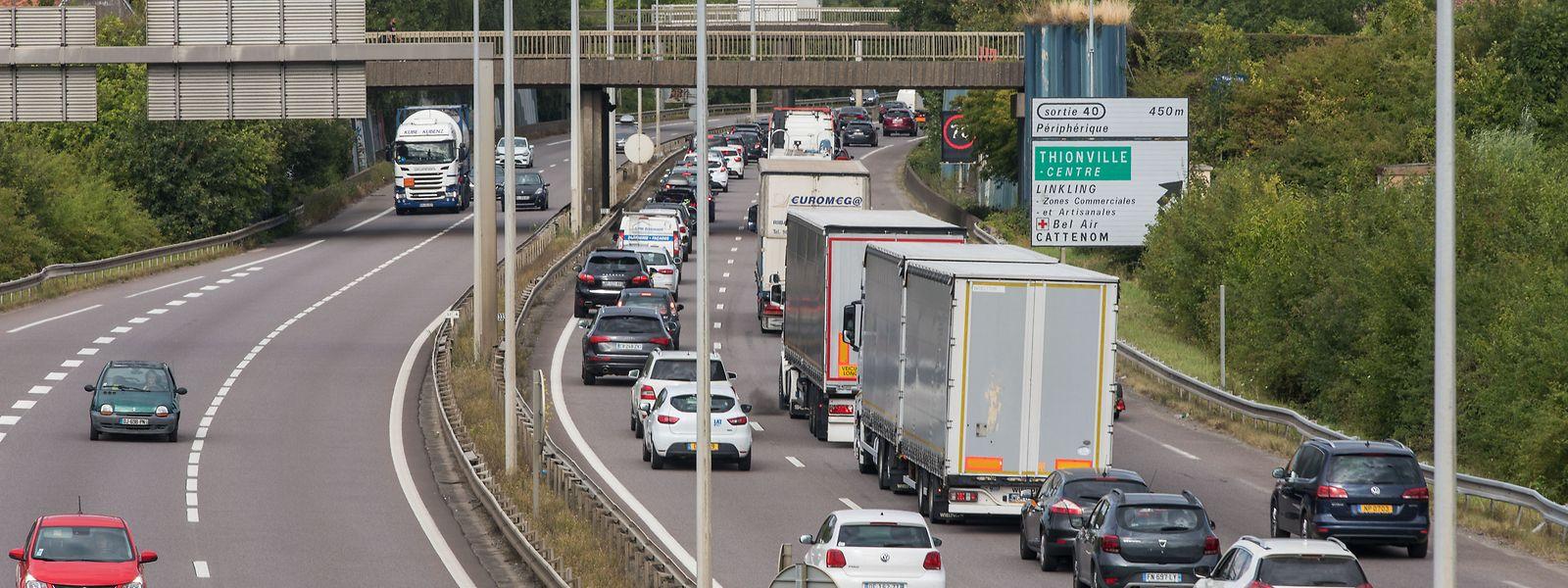 Selon les estimations du sénateur Olivier Jacquin, l'introduction de l'écotaxe en Alsace en 2024 pourrait aboutir au transfert de 4.000 poids lourds supplémentaires sur l'A31.