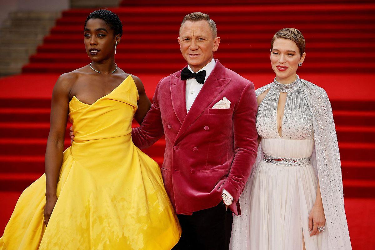 Die Schauspieler*innen Lashana Lynch (l.), Daniel Craig und Léa Seydoux bei der Weltpremiere in London.