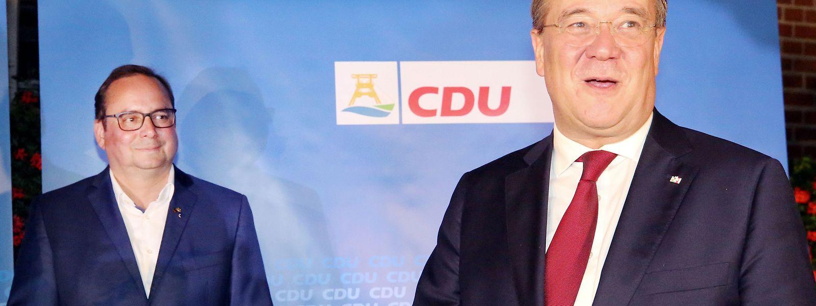 Der wiedergewählte Essener CDU-Oberbürgermeister Thomas Kufen freut sich mit dem Ministerpräsidenten des Landes, Armin Laschet, über den Sieg der CDU bei den Kommunalwahlen.