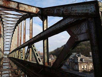 Die Brücke wurde 1926 mit der Technik des Nietvorgangs errichtet.