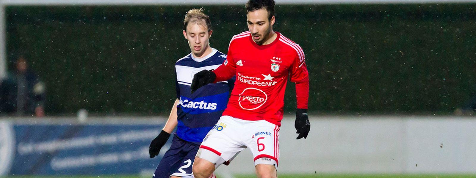 Cataldo Cozza face à Jonathan Hennetier. Les Hammois ont été les plus réalistes dans ce derby de la capitale.