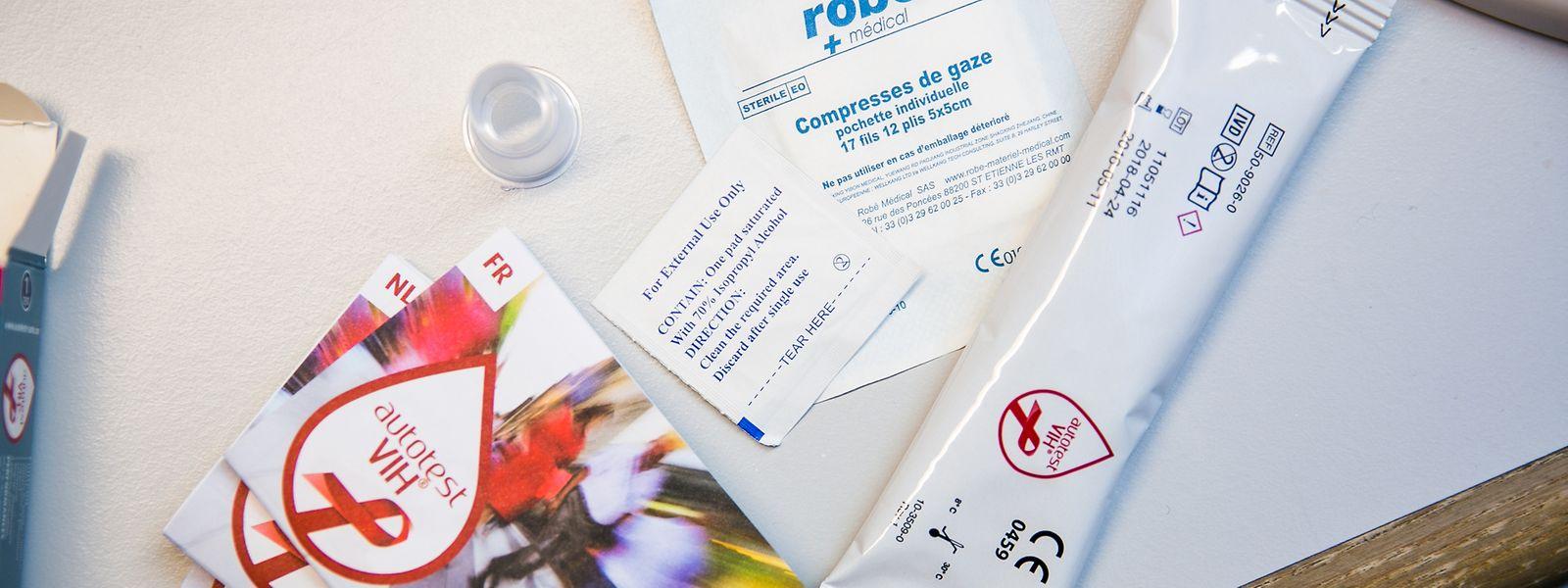 Après 15 minutes, le test montre si vous êtes séropositif ou non.