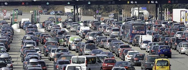 Os emigrantes portugueses que vão de férias a Portugal de carro vão contar com filas nas estradas francesas