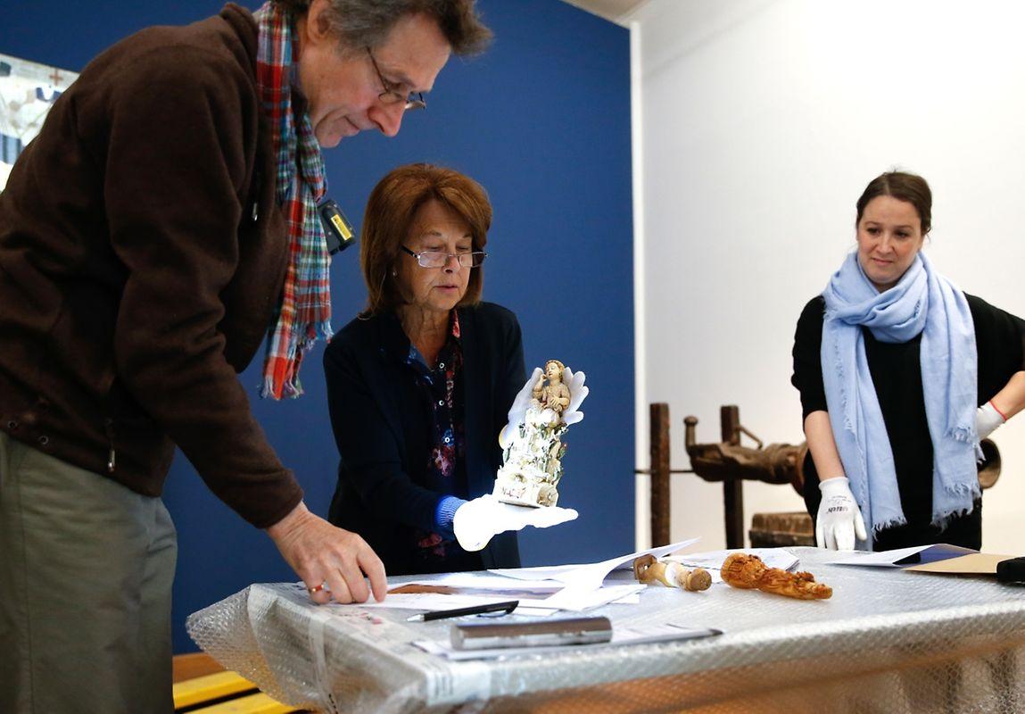 Conceição Borges de Sousa (ao centro) é a comissária científica da exposição, pela parte do Museu Nacional de Arte Antiga (MNAA) de Lisboa, ao lado de Paula Alves (à direita), uma das duas curadoras da exposição, pelo Museu Nacional de História e de Arte (MNHA) do Luxemburgo