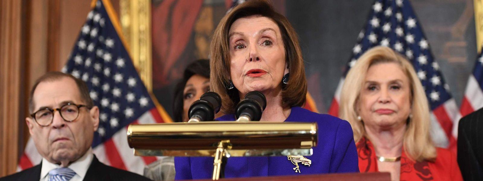 Die Sprecherin des US-Repräsentantenhauses Nancy Pelosi rief alle demokratischen Abgeordneten dazu auf, bei der Abstimmung der Kammer dabei zu sein.
