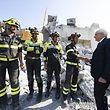 Italiens Präsident Sergio Mattarella (r.) dankt den Rettungskräften.