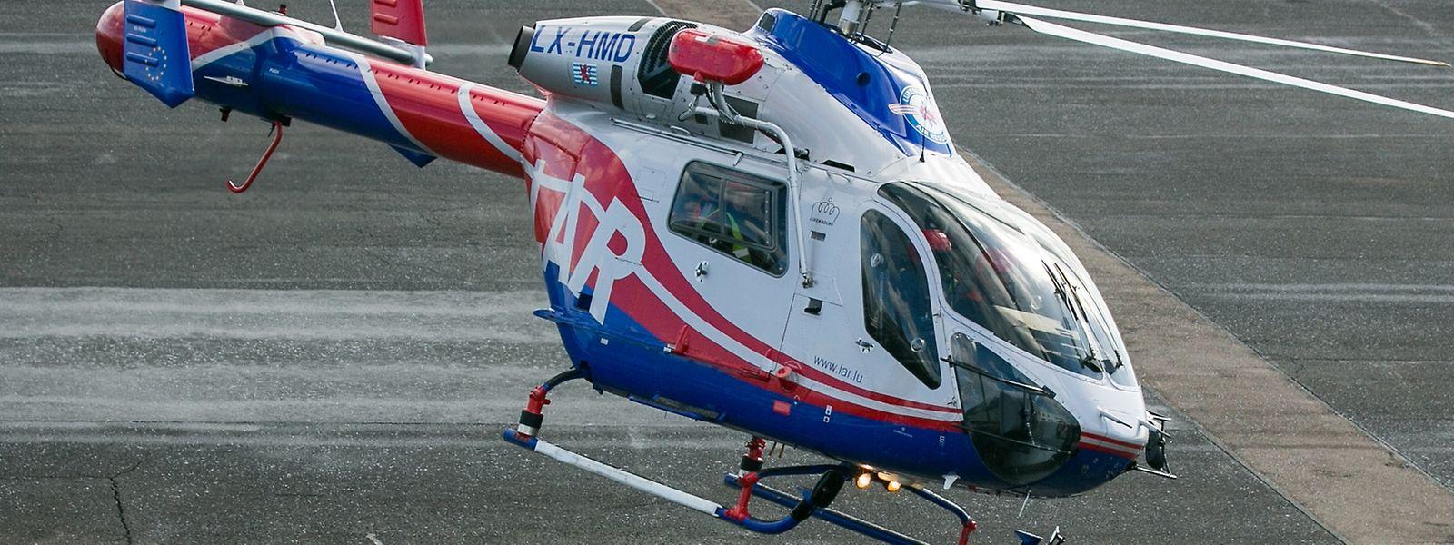 Ein Hubschrauber der LAR brachte den Notarzt zum Unfallort.