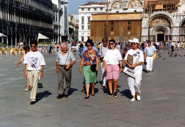 September 1992: Auf Leserkreuzfahrt unter Luxemburger Führung zum Markusplatz in Venedig.