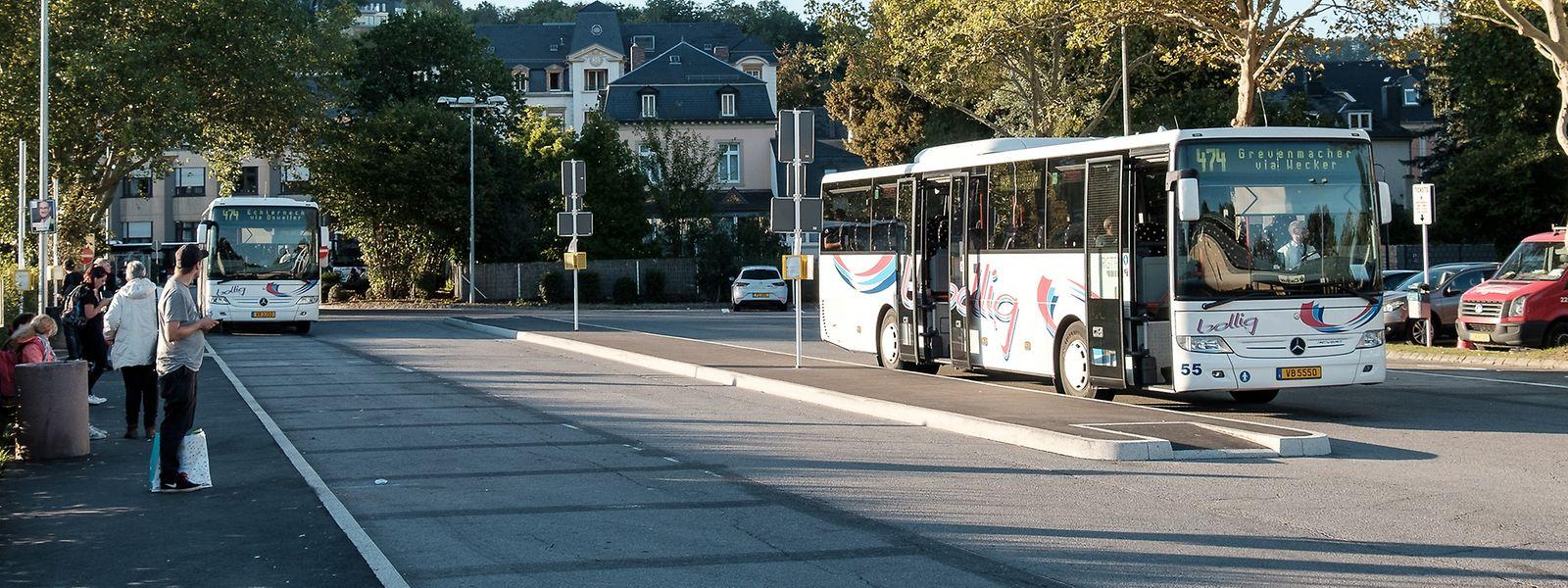 Am neuen Busbahnhof werden bis zum Wochenende noch die Unterstände fertiggestellt.