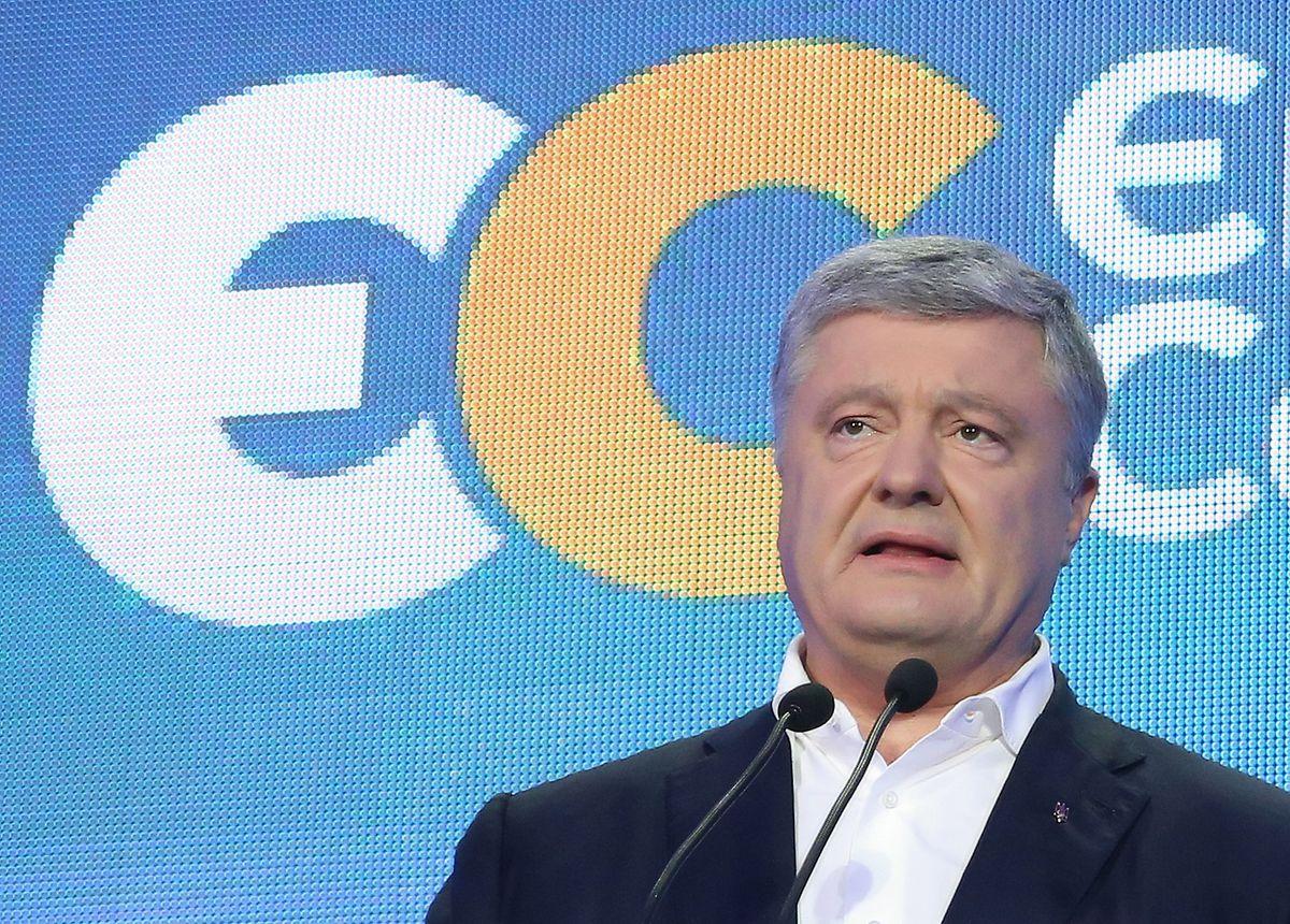 """Petro Poroschenko, Ex-Präsident der Ukraine, hält eine Rede am Sitz seiner Partei """"Europäische Solidarität"""". In der krisengeschüttelten Ukraine ist die Partei des in die EU und in die Nato strebenden Präsidenten Selenskyj bei der Parlamentswahl als Sieger hervorgegangen."""