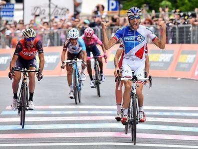 Thibaut Pinot (F/FDJ) gewinnt die 20. Etappe von Pordenone nach Asiago.