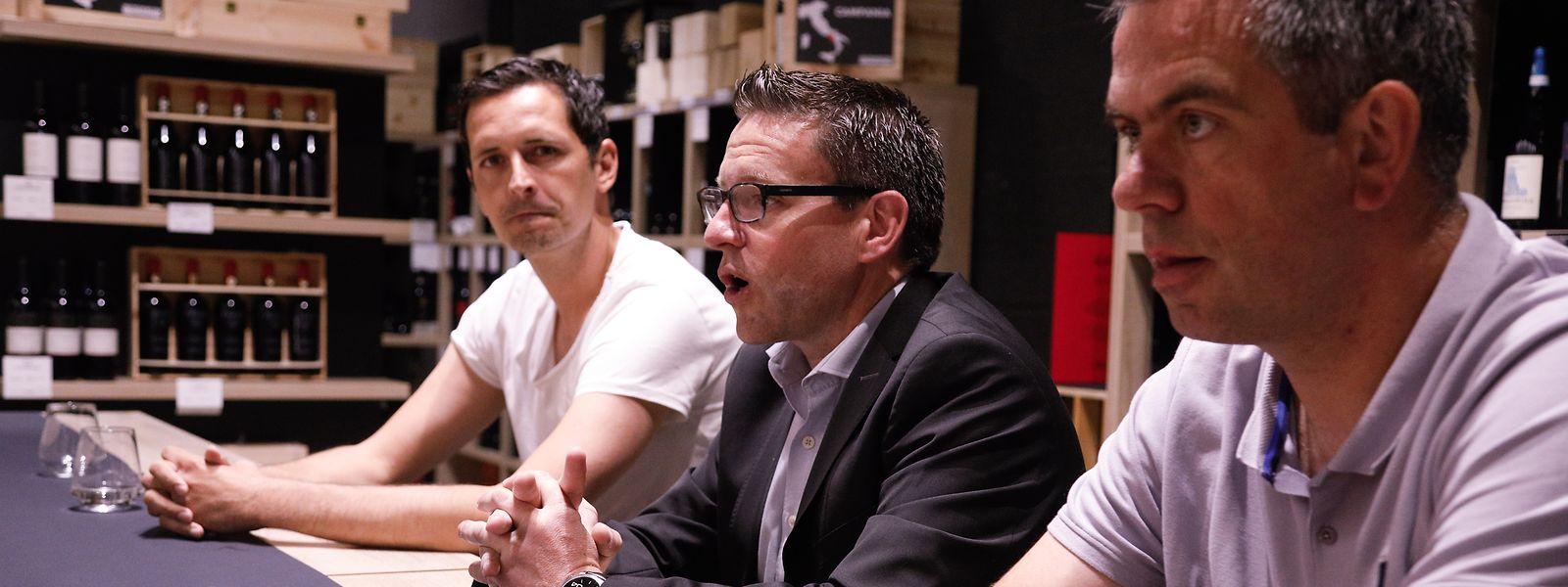 Dino Toppmöller, à gauche, en compagnie du directeur général de Virton, Frédéric Lamotte, et Samuel Petit, le responsable de l'académie de l'Excelsior.