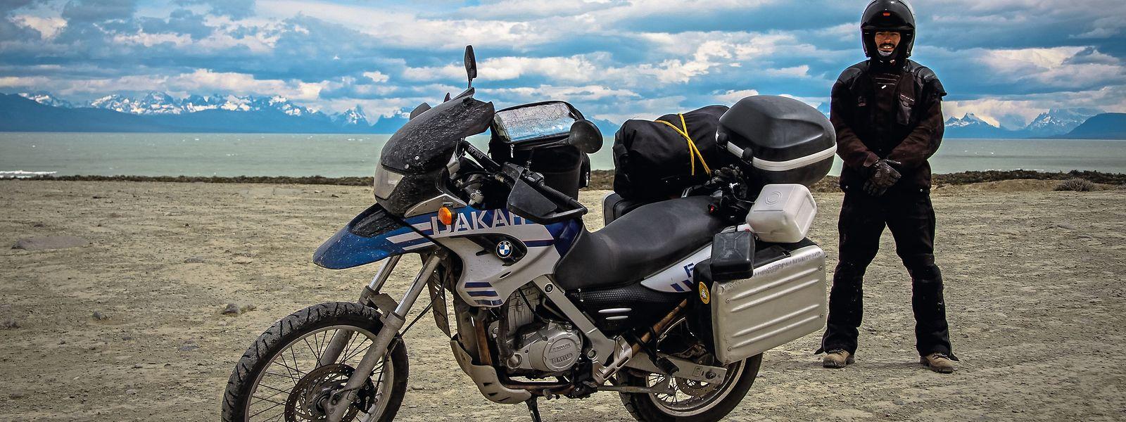 Jorge (Foto) und Anabela Valente sind monatelang mit dem Motorrad unterwegs. Sie zeigen, was und wie sie für diese Reisen packen.