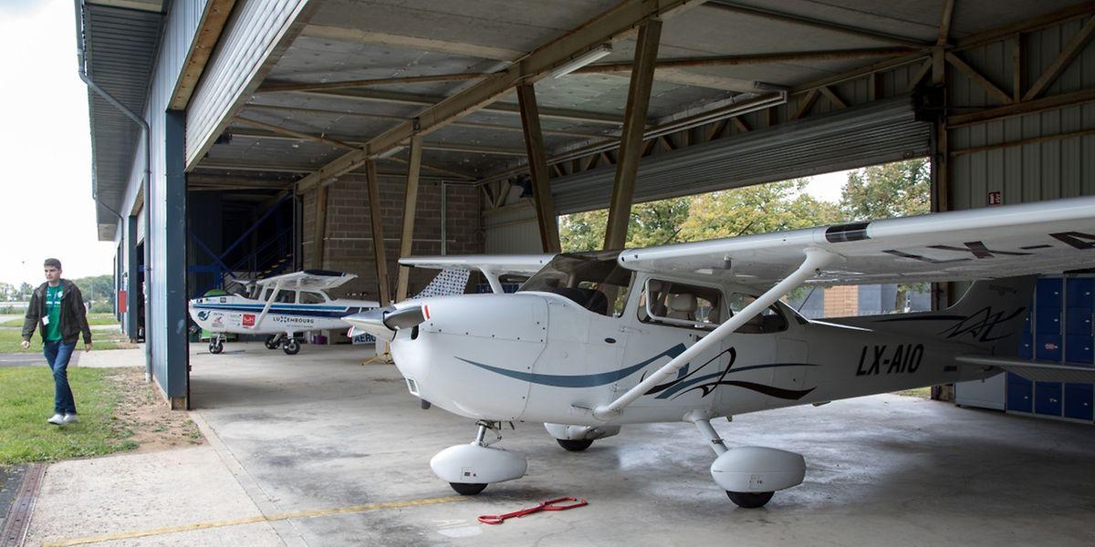 """In den Hangars befindet sich unter anderem die Flugschule des """"Aéro-Sport""""."""