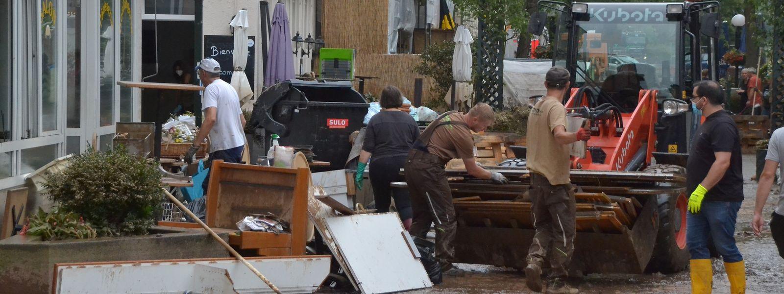 In Echternach packen am Samstag viele Helfer mit an.