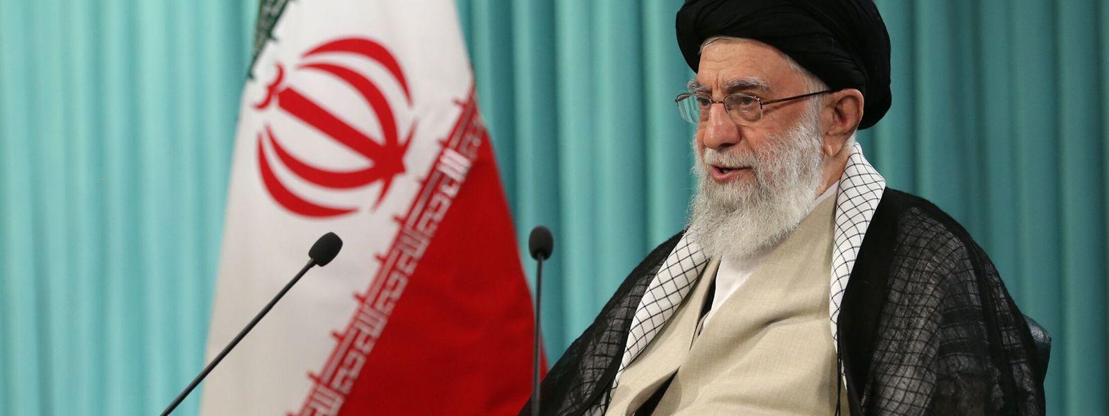 Auf seiner offiziellen Website fordert Ali Chamenei, Oberster Führer des Iran, das Land auf, an der bevorstehenden Präsidentschaftswahl teilzunehmen.