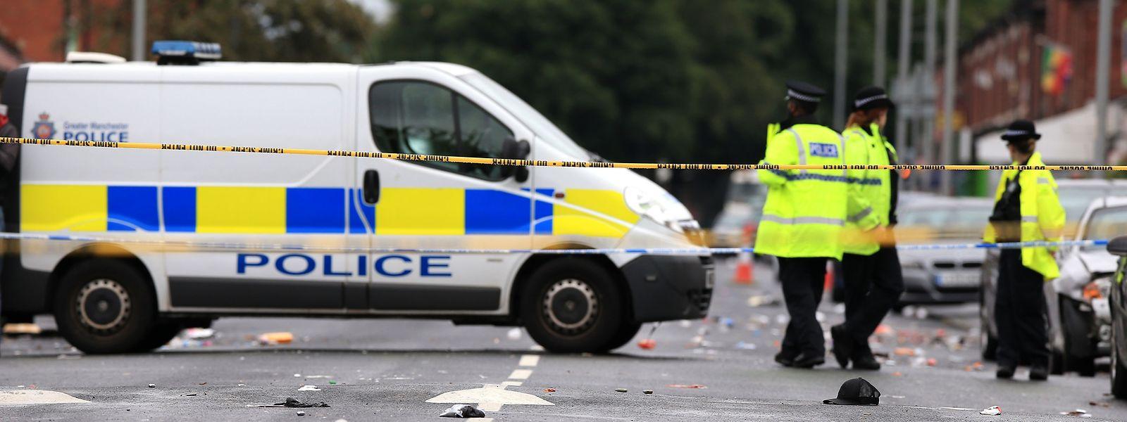 Mindestens zehn Menschen sind nach einem Straßenkarneval durch Schüsse verletzt worden.