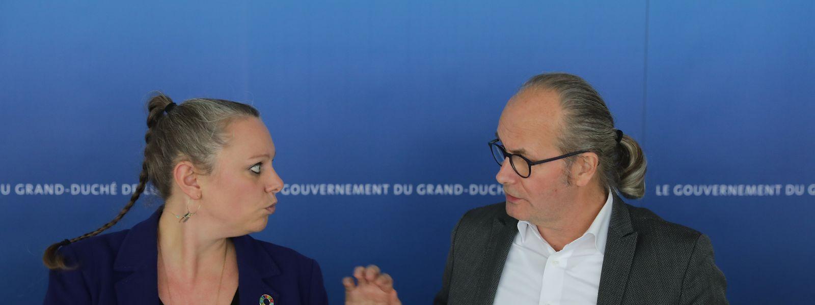 Die grüne Umweltministerin Carole Dieschbourg (links) mit ihrem Parteikollegen Energieminister Claude Turmes bei der Präsentation des Klimagesetzes Ende November.