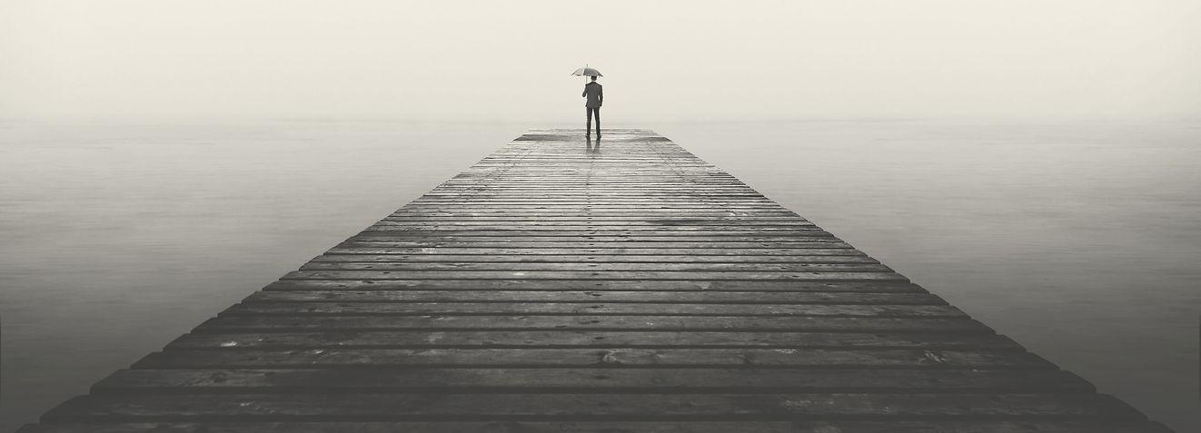 Foto stock-photo-sad-business-man-with-umbrella-looking-at-the-horizon-