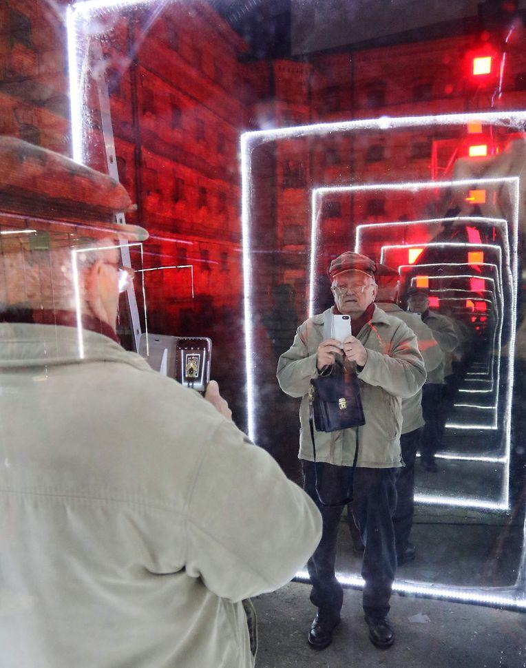 """Weihnachten hinter Gittern in Vilnius: Mit """"ìAlternative Christmas Yardî"""" werden Besucher ins ehemalige Lukiskes-Gefängnis geladen."""