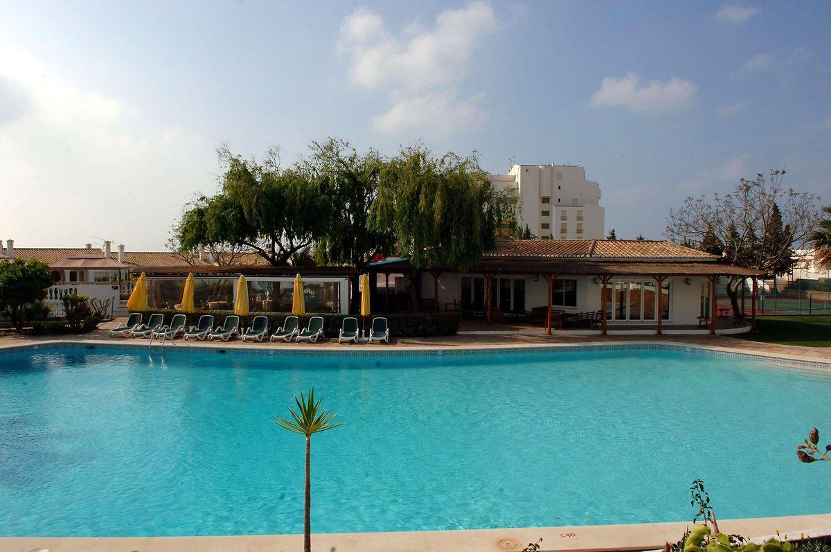 """Der Pool des """"Ocean Clubs"""", in dem die britische Familie McCann 2007 Urlaub machte. (Archivbild aus 2007)"""