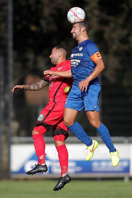 Raphaël Rodrigues plus haut que Pedro dos Santos. Rumelange a écarté Rosport sans trop de problèmes.