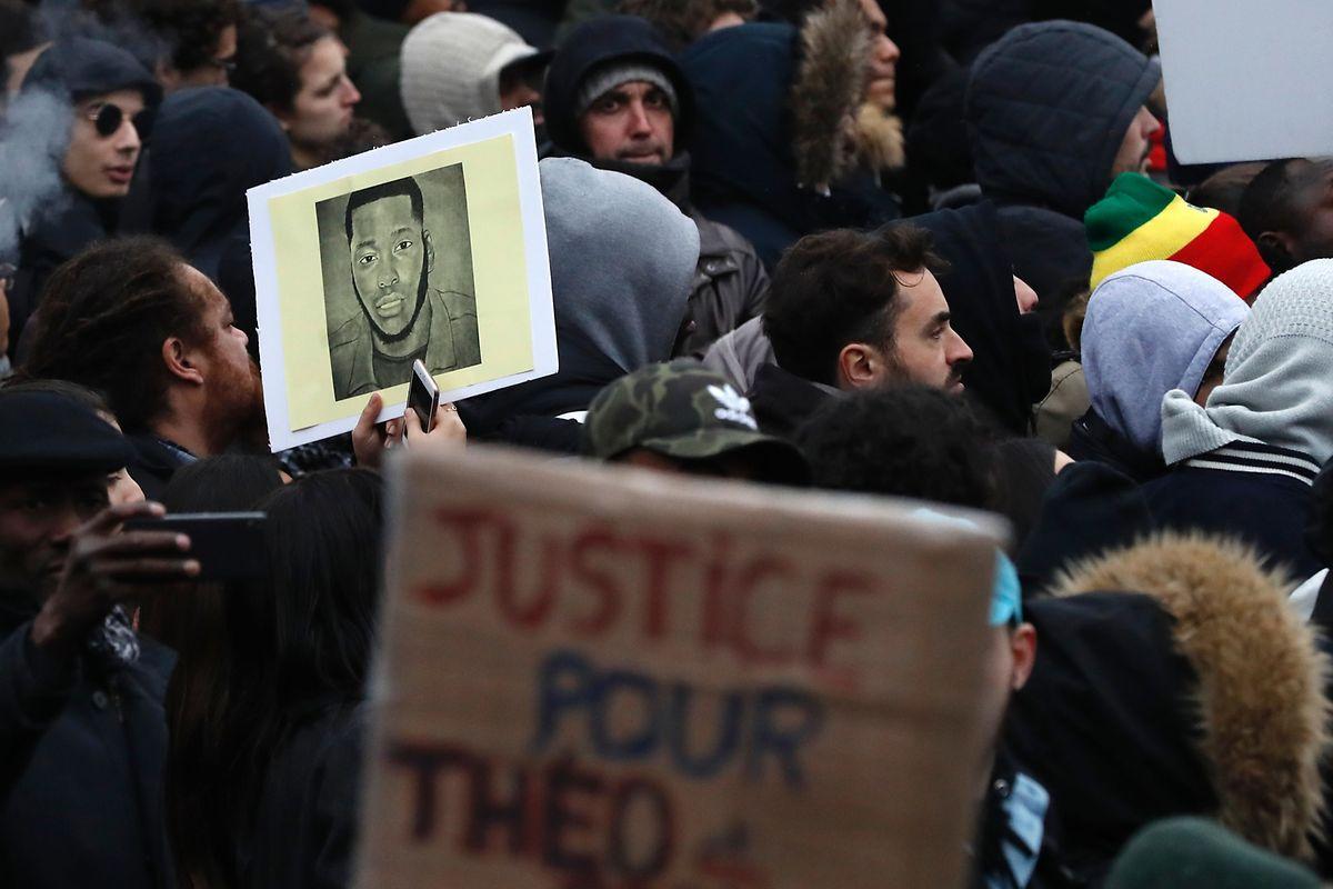 Le violent matraquage du jeune Théo a suscité un vaste mouvement de solidarité et d'indignation.