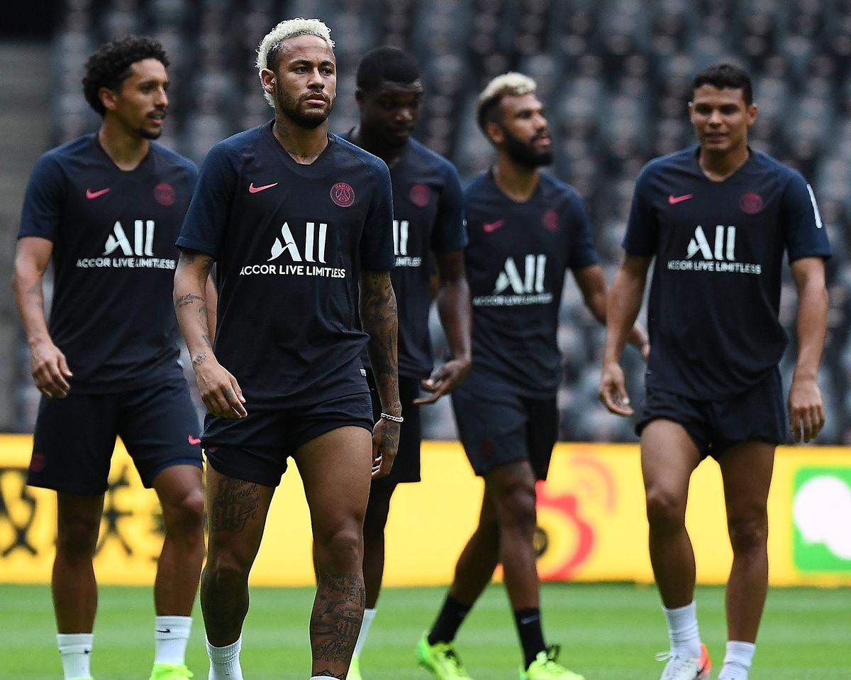 Neymar est résigné. Le Brésilien reste à Paris... au moins jusqu'au prochain mercato cet hiver.