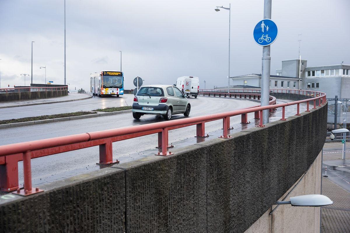Der Rad- und Fußgängerweg auf der Südseite der Buchler-Brücke wird gesperrt, die Busspur in Richtung Gare für ein bis zwei Monate abgeschafft.