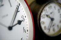 Sobald die Zeit umgestellt wird, gerät auch die biologische Uhr bei vielen aus dem Gleichgewicht: Vor allem Kinder brauchen dann lange, um sich umzugewöhnen.