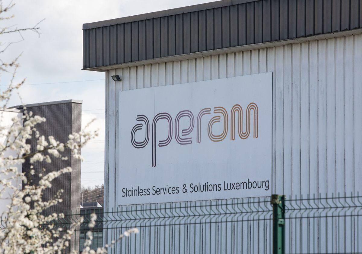 Bei Aperam handelt es sich um die Edelstahlsparte von ArcelorMittal. Sie war 2011 ausgegliedert worden.