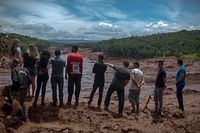 People look at an area in the community of Casa Grande affected by a sludge after the collapse, two days ago, of a dam at an iron-ore mine belonging to Brazil's giant mining company Vale near the town of Brumadinho, state of Minas Gerias, southeastern Brazil, on January 27, 2019. - Communities were devastated by a dam collapse that killed at least 37 people at a Brazilian mining complex -- with hopes fading for 250 still missing. A barrier at the site burst on Friday, spewing millions of tons of treacherous sludge and engulfing buildings, vehicles and roads. (Photo by Mauro PIMENTEL / AFP)