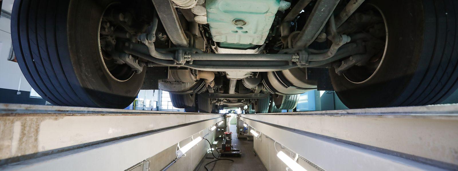 Die Prüfstellen nehmen bis zum 31. März nur noch Fahrzeuge in Augenschein, deren Verkehrstauglichkeitsbescheinigung bereits abgelaufen ist - oder binnen einer Frist von zwei Wochen ablaufen wird.