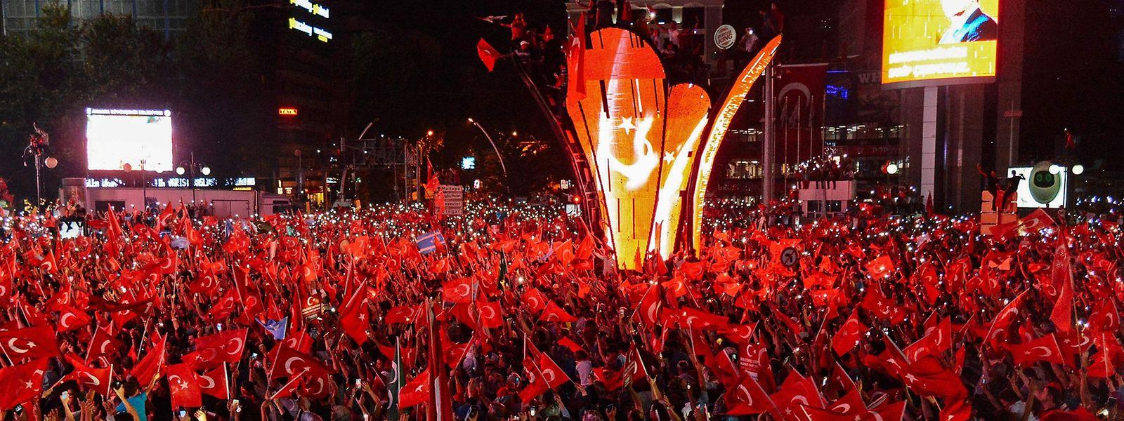 Tausende Demonstranten auf den Straßen von Ankara.
